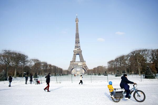 Eiffelova veža v Paríži.