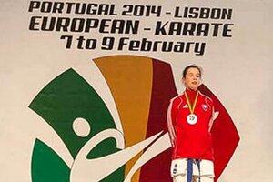 Rebeka Vidová z Farmexu Nitra je majsterka Európy v kumite kadetiek do 47 kg.