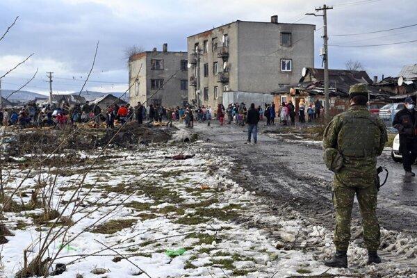 Uzavretá osada v Sačurove.