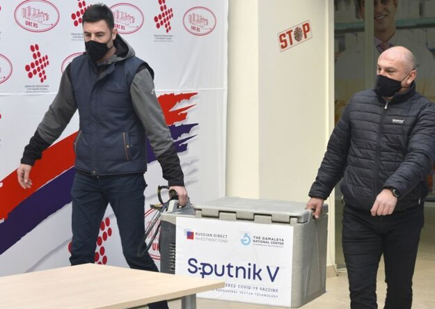 Vykladanie vakcíny Sputnik V v meste Banja Luka.