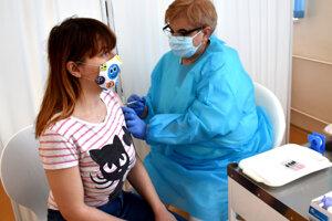 Prvý deň očkovania učiteľov sa začal bez komplikácií.