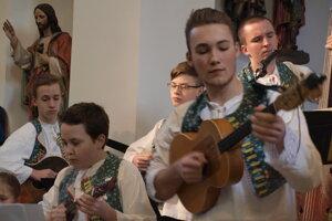 Chorvátsky súbor Črip v Devínskej Novej Vsi je pre mladých skvelou motiváciou.