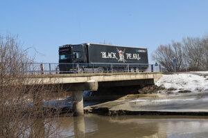 Cez most si trúfnu prejsť aj ťažké vozidlá.