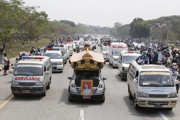 Pochod za zavraždenú Mya Thwet Thwet Khine.