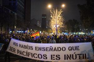 Naučili ste nás, že ostať pokojným je zbytočné, odkazujú španielski demonštranti.