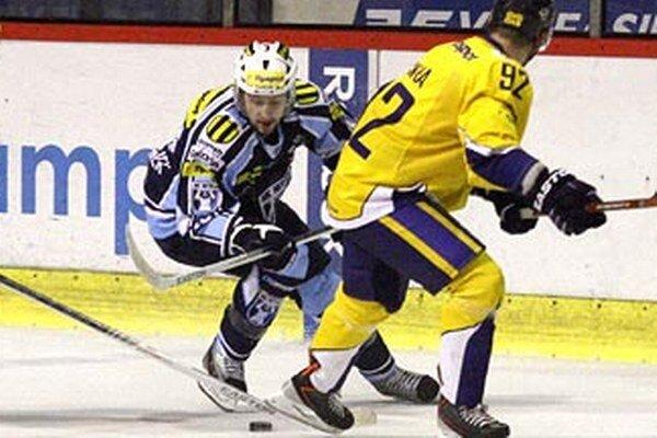 Roman Tománek zaznamenal v piatok v Skalici dva zo siedmich gólov Nitry. Snímka je z utorkového duelu s Piešťanmi.