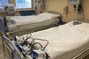 Slovenské nemocnice potrebujú uvoľniť lôžkové kapacity pre vážnejšie prípady.