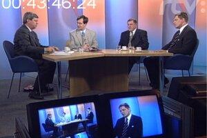 V štúdiu sa stretli Eduard Kukan (SDKÚ), Vladimír Mečiar (HZDS) a Robert Fico (Smer). Moderoval Michal Dyttert, ktorý je dnes hovorcom vicepremiérky Veroniky Remišovej (Za ľudí).