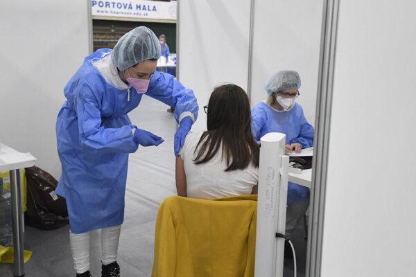 Očkovanie v športovej hale v Prešove.