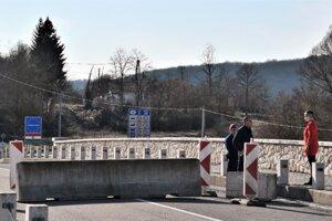 zavretie hraníc s Maďarskom.