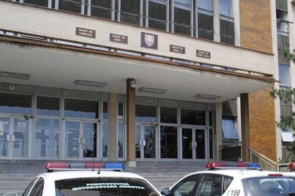 Tieto tabuľky na budove košických súdov by sa vznikom mestského súdu museli vymeniť.