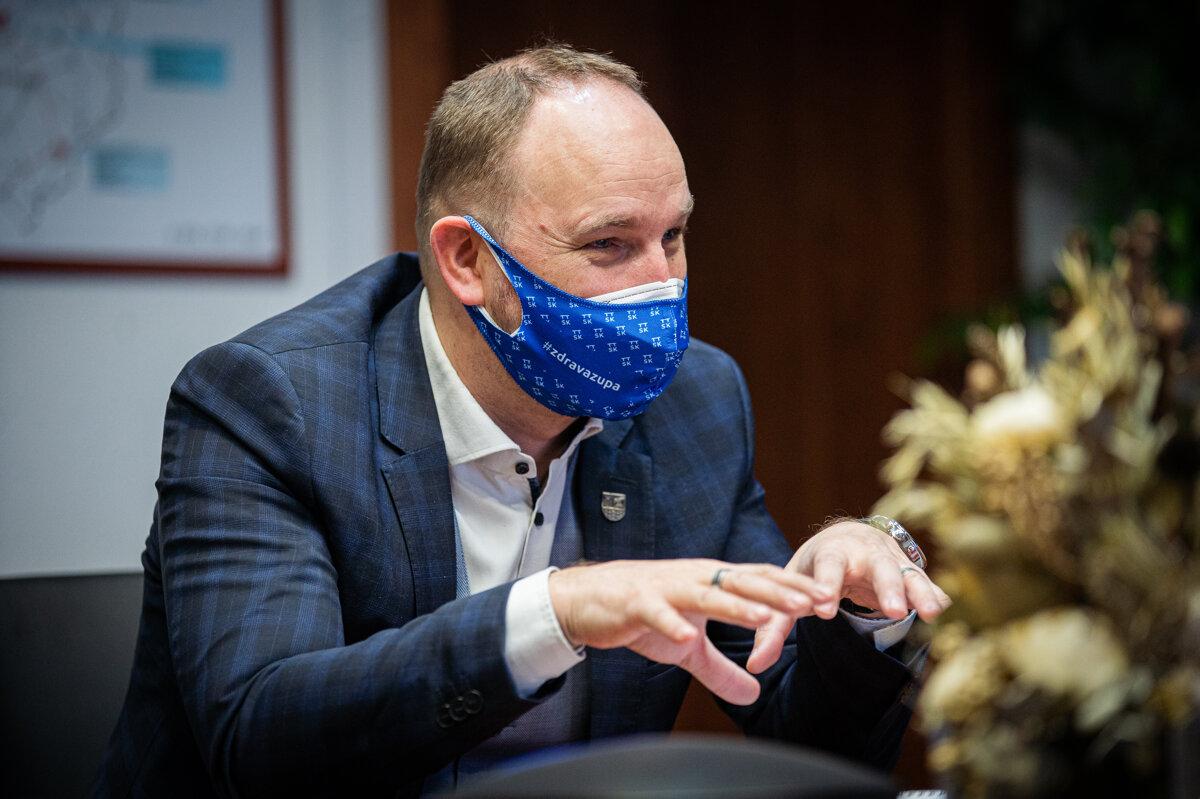 Šéf trnavského kraja Viskupič podal trestné oznámenie na Čistý deň - SME