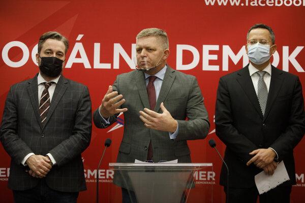 Podpredseda strany Ľuboš Blaha, predseda strany Robert Fico a podpredseda strany Ladislav Kamenický.