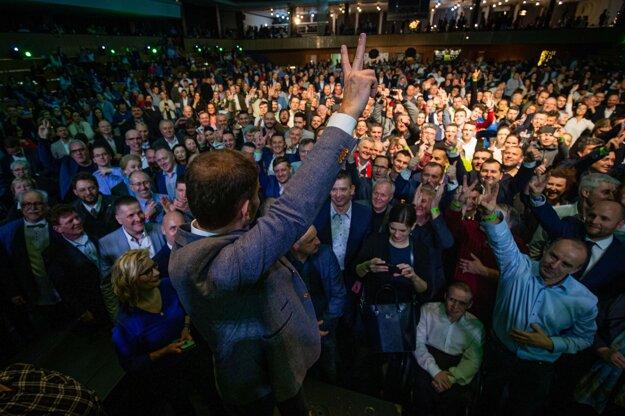 1. marec 2020. Volebná noc vo volebnej centrále OĽaNO počas parlamentných volieb 2020.