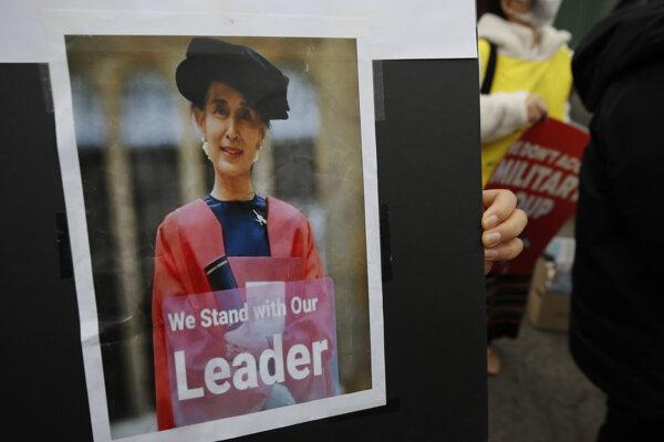 V Mjanmarsku od začiatku februára trvajú protesty, pri ktorých junta zabila desiatky demonštrantov.