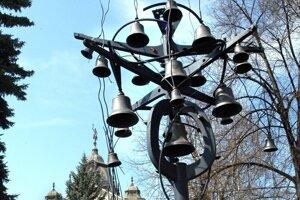 Počet zvončekov symbolizuje počet mestských častí.