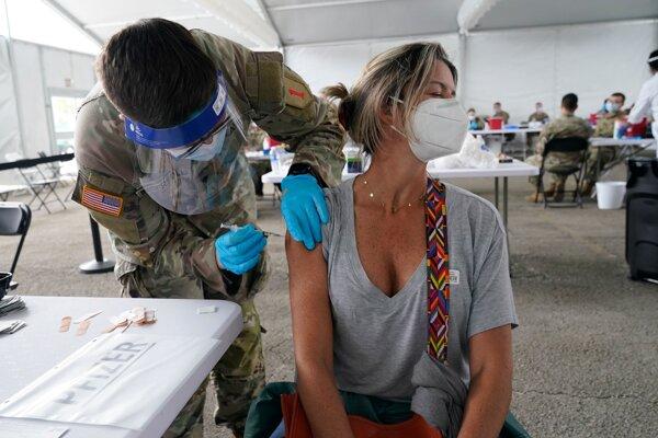V USA napreduje očkovanie veľkou rýchlosťou.