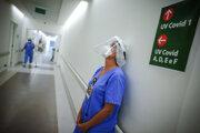 Epidemiologická situácia na Slovensku sa zlepšuje, súvisle klesá aj počet zdravotníkov s covidom.