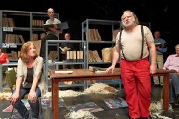 Záber z predstavenia Štátneho divadlav Drážďanoch Môj spis a ja. Hrajú v ňom autentickí ľudia.