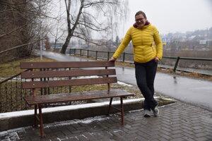 Mirka Petríková nám ukázala lavičku, ktorá hľadá kamošku.