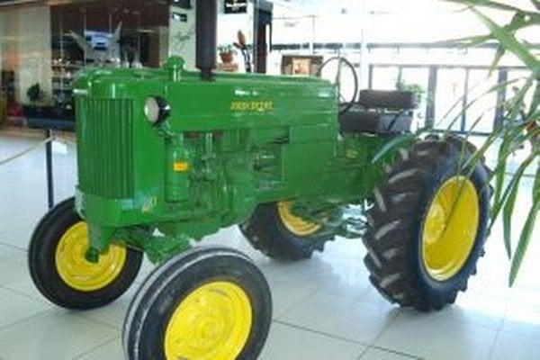 Traktor John Deere, dar múzeu od Jána Gavoru.