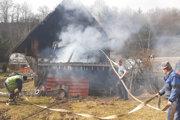Domáci dobrovoľní hasiči dokázali zabrániť rozšíreniu požiaru.