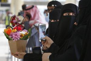 HRW hovorí o hrubej diskriminácii žien.