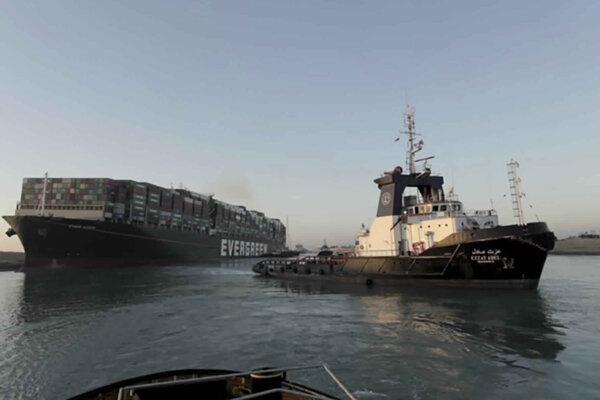 Blokáda Suezského prieplavu skončila, kontajnerovú loď sa podarilo uvoľniť.