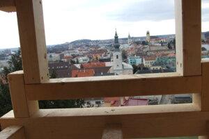 Výhľad z okna budúcej kancelárie v paláci.