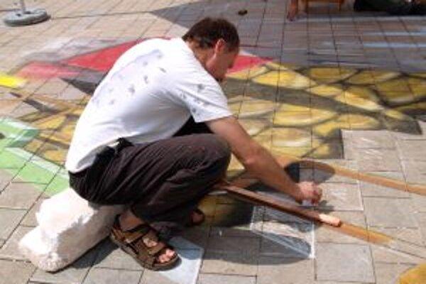 Petr Kalčák práve kreslí rebrík.