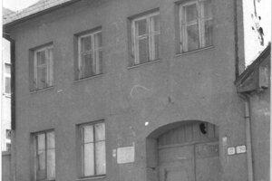 Rok 1959  Prvá budova Okresného domu pionierov amládeže vPrievidzi.