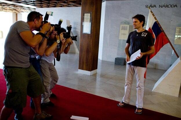 28. júl 2010. Igor Matovič na tlačovke po prvých 20 dňoch v parlamentnej politike opisoval spor so šéfom SaS Richardom Sulíkom. Ten reagoval, že ľutuje, že dal Matovičovi miesto na kandidátke.