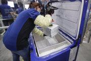 Vakcíny Pfizer sa musia skladovať v hlbokom mraze.