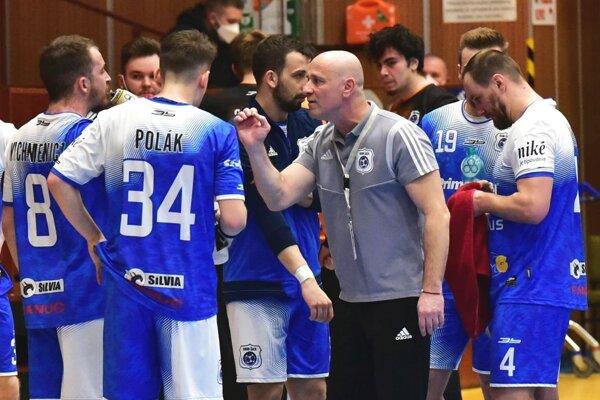 Zverenci trénera Lukačína prehrali v Nových Zámkoch o 4 góly.