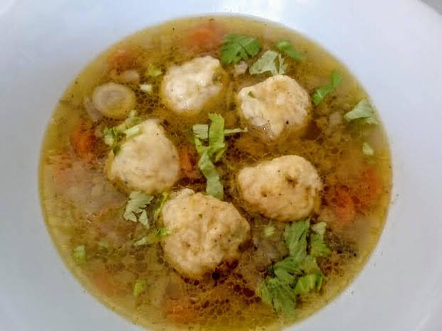 Hlivovo zeleninová polievka so zemiakovými knedličkami