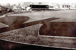 Areál futbalového štadióna v Námestove z 80. rokov minulého storočia. Do užívania bol daný v roku 1977.