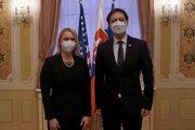 Splnomocnená veľvyslankyňa Spojených štátov amerických na Slovensku Bridget Brink a premiér SR Eduard Heger.