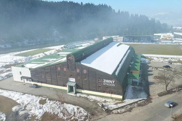 Dolnokubínsky zimný štadión, za ním je letný štadión.