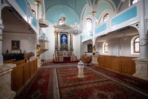 Ľupčania majú elegantný kostol, vmodrej klenbe sa nachádzajú hviezdy. Ide opôvodnú výzdobu kostola, len hviezdičky boli zlaté.