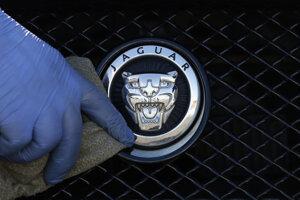 Logo Jaguar Land Rover.