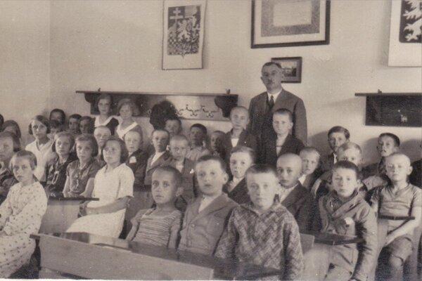 """Na našej """"návšteve"""" v Mýtnej sa pozrieme nielen do školsých lavíc."""