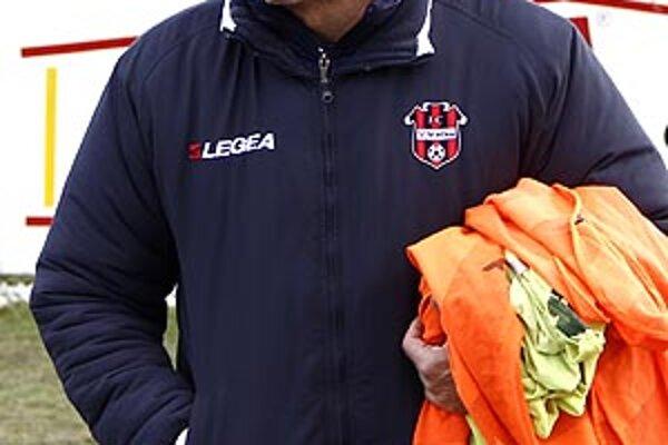 Juraj Jarábek bol v poslednej ankete SFZ medzi tromi najlepšími trénermi. Na ViOne je šéfom už štvrtý rok. Za ten čas mala Nitra už piatich hlavných trénerov.