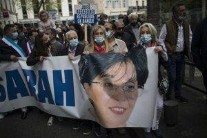 Demonštranti v Paríži niesli portrét zavraždenej Halimiovej.