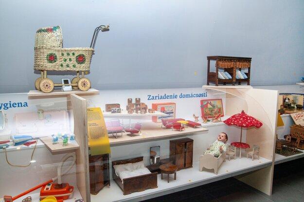 Z výstavy Ako sa hrali naši... v Múzeu mesta Bratislavy.