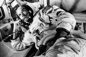 Michael Collins vo veliteľskom module Apollo 11.