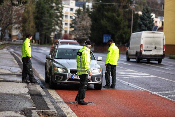 Pri rannej kontrole policajtov nafúkal aj muž z Kremnice.