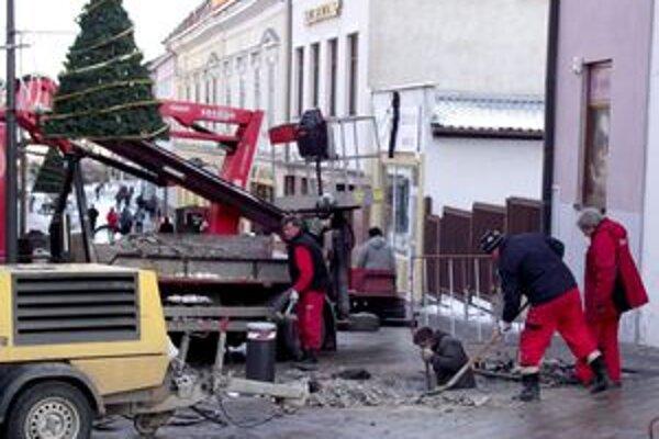 Výmena stĺpikov na Kupeckej ulici.