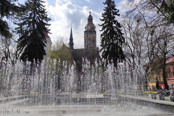Fontána na Hlavnej pred Štátnym divadlom Košice je už v prevádzke.