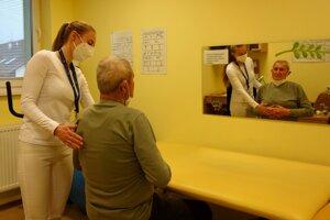 K zotaveniu po covide pomáhajú pacientom aj cvičenia zamerané na dýchanie