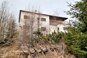 Slávikova vila bola postavená vo funkcionalistickom štýle v prvej polovici 20. storočia.